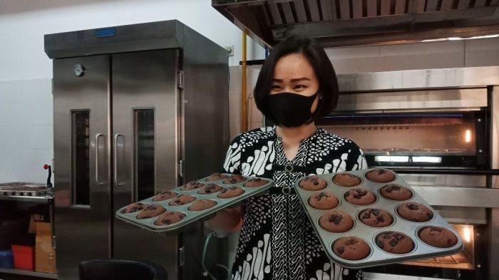 Jurusan Culinary Business Universitas Ciputra Bagikan 450 Boks Roti Rempah ke Puskesmas Terdekat