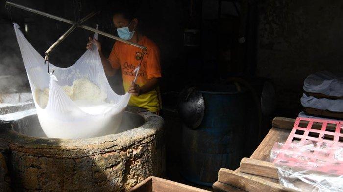 Omzet Menurun Hingga 50 Persen, Pabrik Tahu Dinoyo Tetap Layani Pesanan Retail Kecil