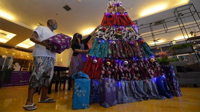 Pohon Natal di Quest Hotel Surabaya Dibuat Dari Batik Pamekasan Madura