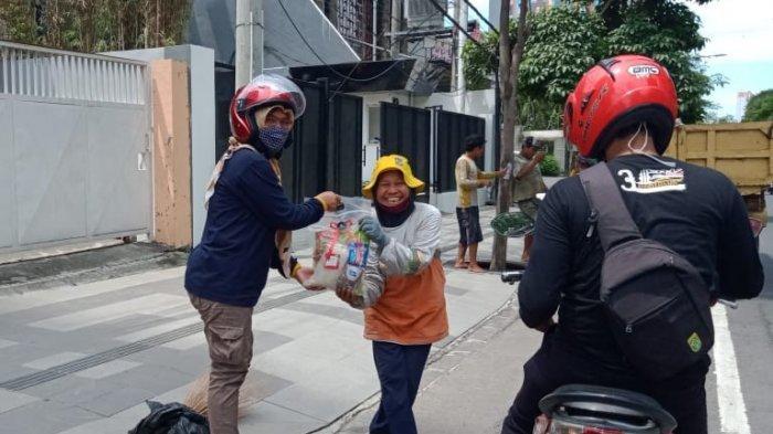 Tanflorenza Beri Fasilitas Masyarakat Bagikan Sembako di Tengah Pandemi Covid-19