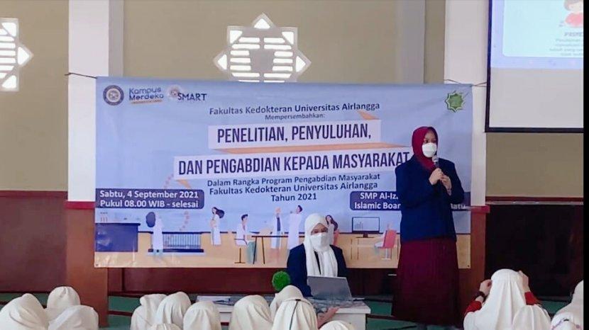 Mahasiswa Fakultas Kedokteran Universitas Airlangga Beri Edukasi Kesehatan Reproduksi Pada Santri