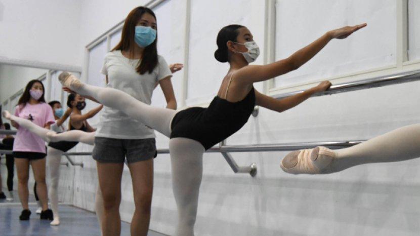 Tantangan Murid Marlupi Dance Academy Berlatih Balet Dengan Tetap Pakai Masker