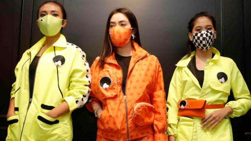 Desainer Yeny Ries Luncurkan Busana Hypebeast Neon yang Ngejreng