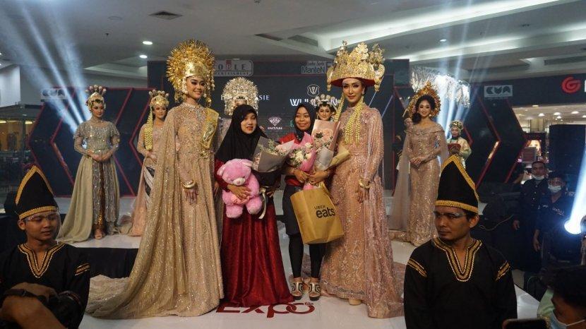 Desainer Ayu Wulan Gelar Show Pertama di Tengah Pandemi, Tampilkan Kekuatan Dewi Sri di 8 Busana