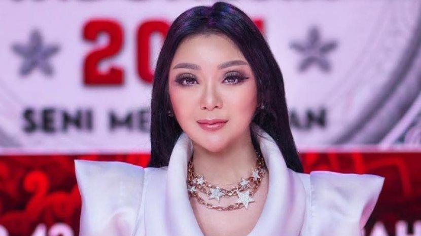Kisah Desainer Diana M Putri Tolak Tawaran Rancang Busana dari 3 Negara untuk Support Indonesia