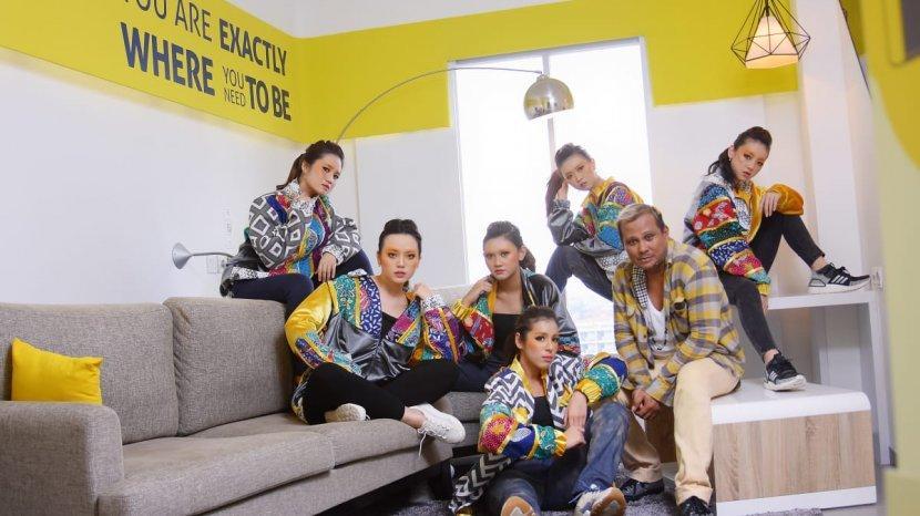 Embran Nawawi Padukan Batik Pamekasan dan Warna Modern untuk Jaket Keluaran Terbarunya