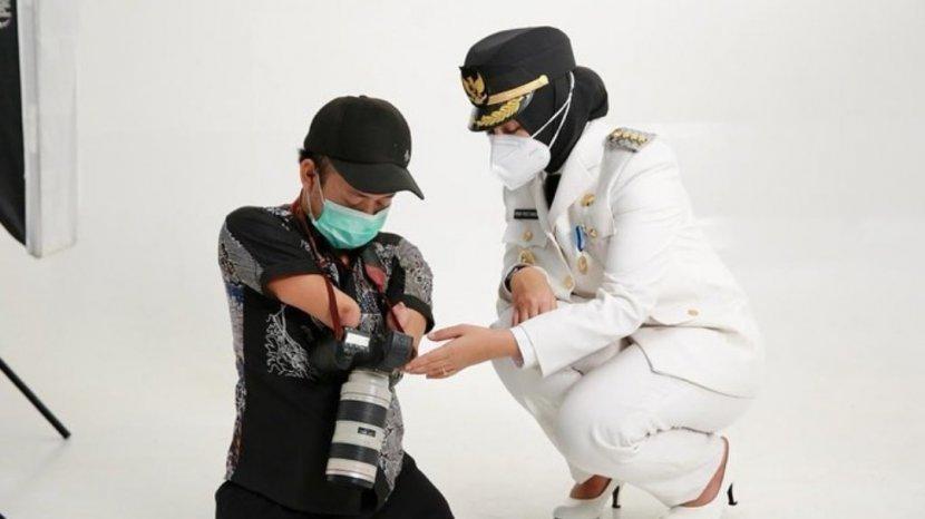 Fotografer Disabilitas ini Bangga Jadi Fotografer Pertama yang Memotret Bupati Banyuwangi