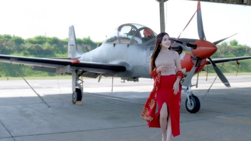 Luxie Diandra Maknai Hari Batik Nasional, Berencana Desain Pesawatnya dengan Batik