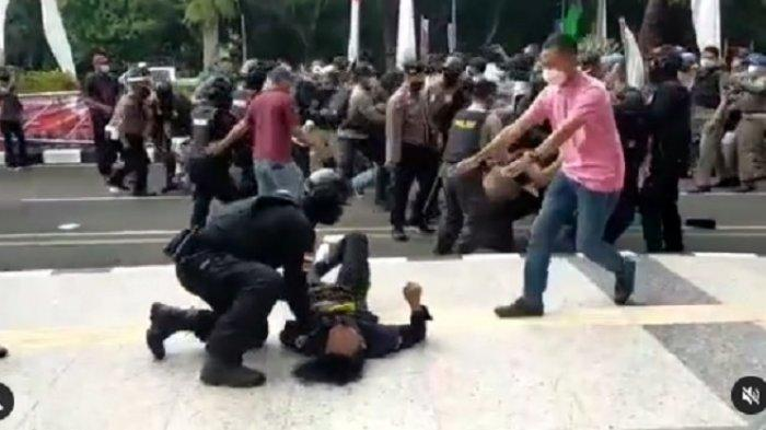 Banting Mahasiswa Saat Demo di Kantor Bupati Tangerang, Brigadir NP Diperiksa Propam Mabes Polri