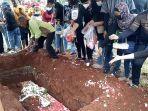 Pemakaman-jenazah-Petra-Eka-alias-Etus-bin-Suhendar-korban-kebakaran-Lapas-Kelas-I-Tangerang.jpg