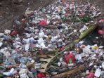 Tumpukan-sampah-terlihat-di-Kali-Sipon-yang-berada-di-kawasan-Cipondoh-Tangerang.jpg