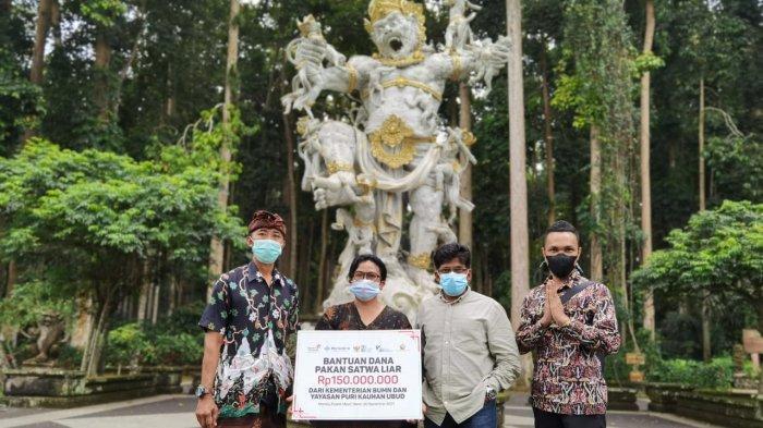 Bantuan Pakan Wenara Diserahkan di Tiga Destinasi Wisata, Masing-masing Besarannya Rp150 juta