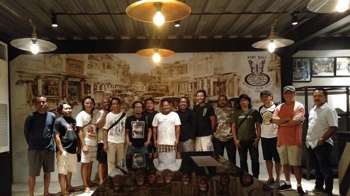Seniman Bali Kreasikan Mural di The Hub Bali