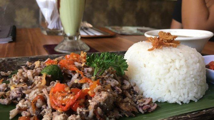 Menikmati Lawar Cumi Yang Nikmat Dan Pedas Khas Ayucious Restaurant
