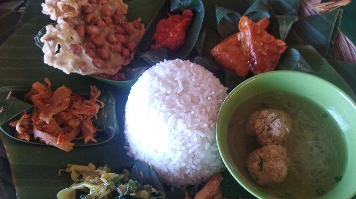 Nikmatnya Nasi Campur di Pangkon Tampaksiring