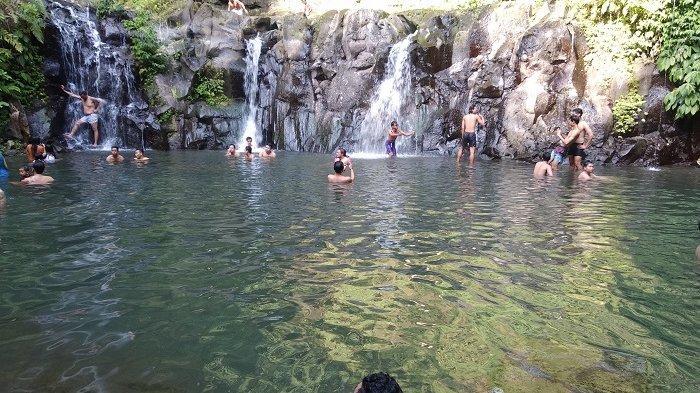 Ribuan Turis Padati Taman Sari Waterfall