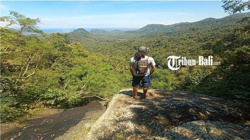 Provider-Trip-Raja-Rimba-Adventure-saat-berpose-di-Tukad-Tista-Waterfall-Dawan-Klungkung.jpg