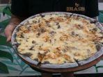 gurih-dan-lezatnya-pizza-hitam-ala-warung-blaster.jpg