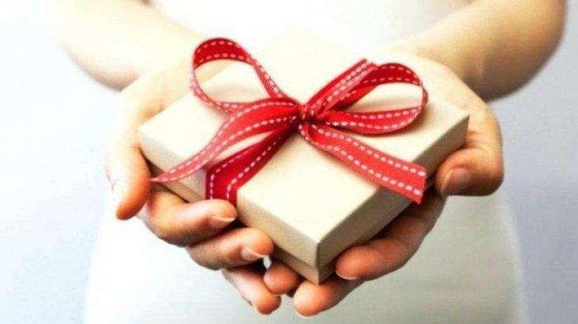 7 Ide Kado Valentine Untuk Pasangan LDR