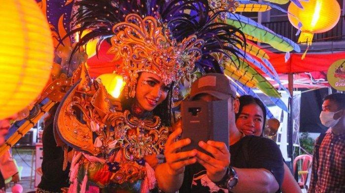 Keseruan Warga Batam Nikmati Chinatown Ala Bukutara Bazaar, Antusias Nonton Barongsai