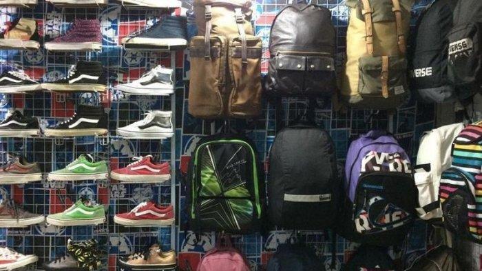 Punya Nuansa Vintage ala Tahun 90an, Begini Keseruan Thrifting ke Pasar Taras Batam