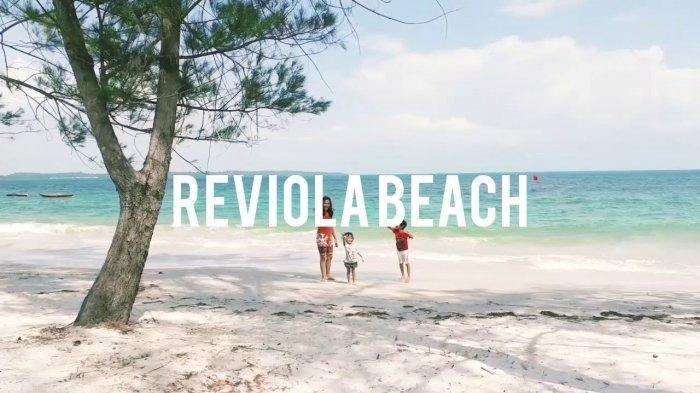 Parkiran Kendaraan Penuh, Warga Batam Padati Tempat Wisata Pantai Reviola Saat Hari Libur