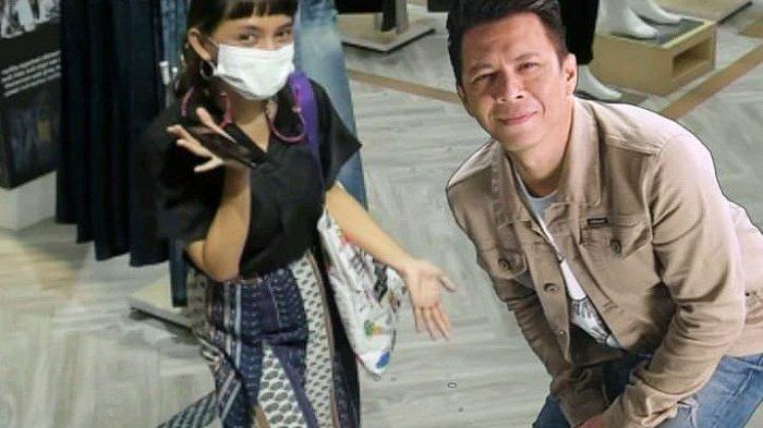 Pengunjung mencoba layanan AR Booth berfoto bersama Ariel Noah di 3Second, Jalan RE Martadinata, Kota Bandung.