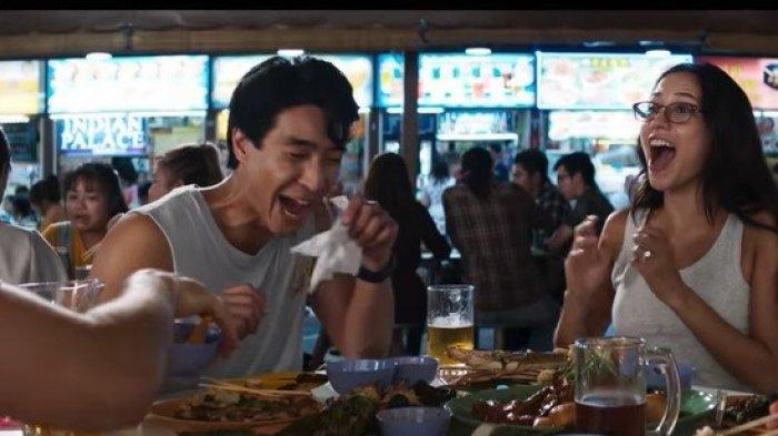 Adegan dalam film Crazy Rich Asians di Newton Food Centre Singapura