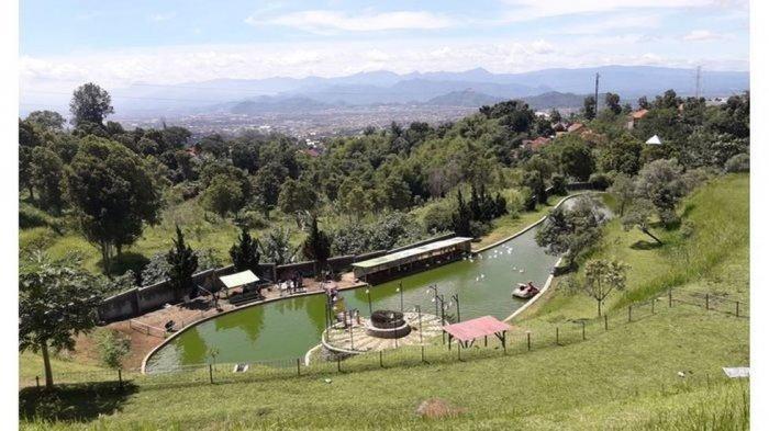 Suasana objek wisata Alam Wisata Cimahi di Jalan Kolonel Masturi Km 4 No.157, Cipageran, Kecamatan Cimahi Utara, Kota Cimahi,
