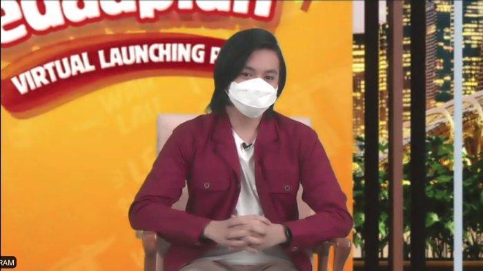 Aktor muda Angga Yunanda hgadir pada peluncuran Mie Sedaap Selection Singapore Spicy Laksa secara virtual, Selasa (6/7/2021)