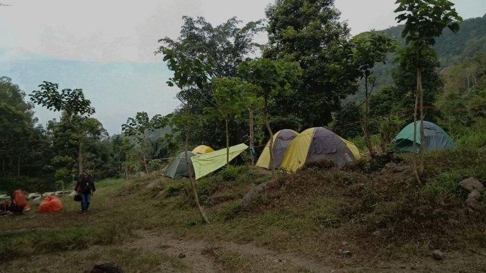 Suasana di camping ground Barubereum di Ciloa, Sindangsari, Sukasari, Kabupaten Sumedang