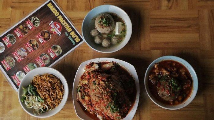 menu bakso balung sumsum, bakso lava, bakso jedar, dan yamin manis di Baso Pacitan Bu Is
