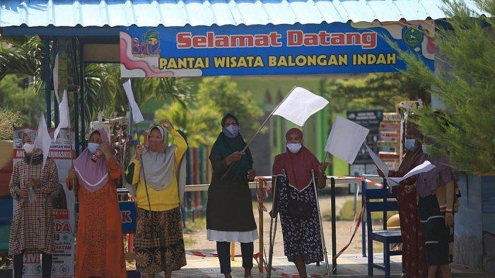 Sudah Tidak Ada Pemasukan Lagi, Pedagang di Pantai Balongan Indah Indramayu Kibarkan Bendera Putih