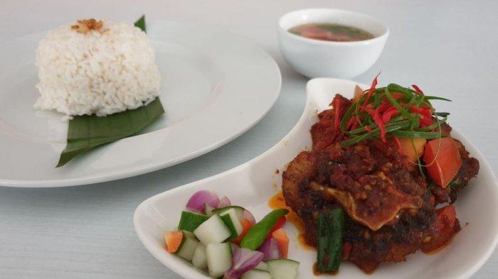 Buntut gongso, salah satu menu special of the month di Hotel Santika Cirebon, Jalan Wahidin, Kota Cirebon