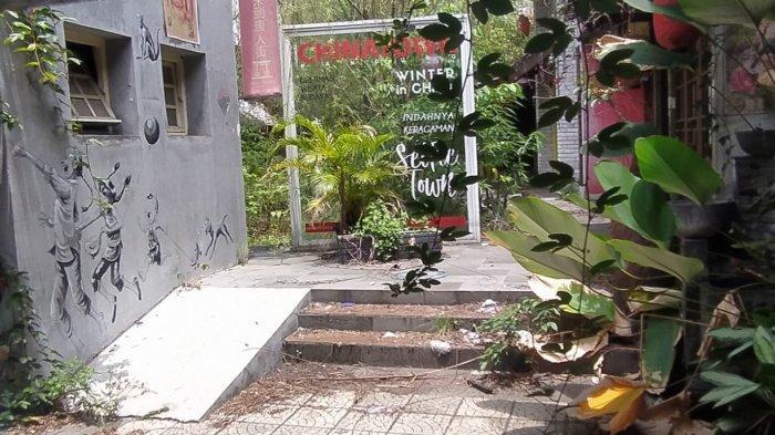 Objek wisata China Town di Jalan Kelenteng Kota Bandung yang kini tutup dan terlantar sejak pandemi melanda pada 2020