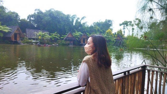 Suasana Dusun Bambu yang merupakan restoran berkonsep outdoor dining resort di Jalan Kolonel Masturi, KBB