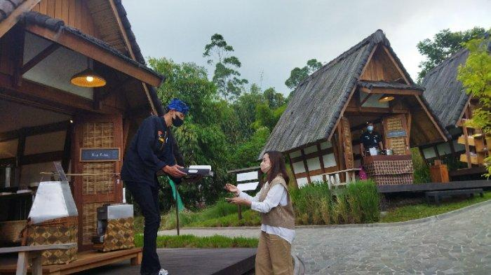 Dusun Bambu di Jalan Kolonel Masturi, Kabupaten Bandung Barat