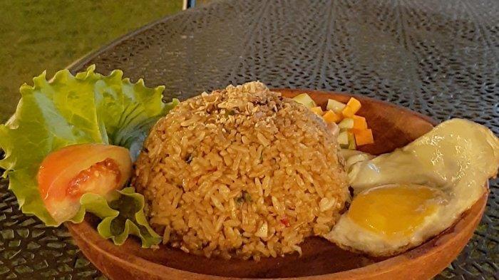 Sajian nasi goreng di GH Kopi Jalan Sultan Ageng Tirtayasa, Kecamatan Kedawung, Kabupaten Cirebon.