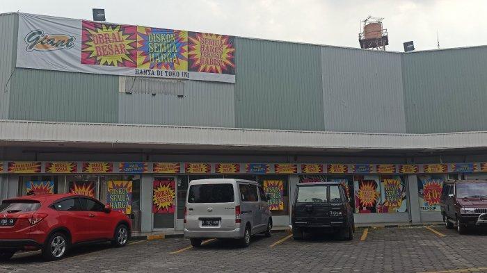 Giant Express di Jalan Surapati, Bandung yang hadirkan diskon hingga 50 persen