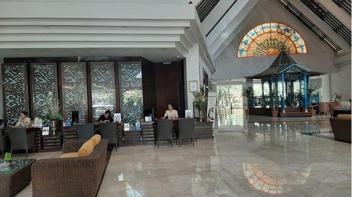 Lobi Hotel Santika Cirebon