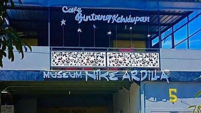 Tampak luar cafe bintang kehidupan yang juga berada di Museum Nike Ardila