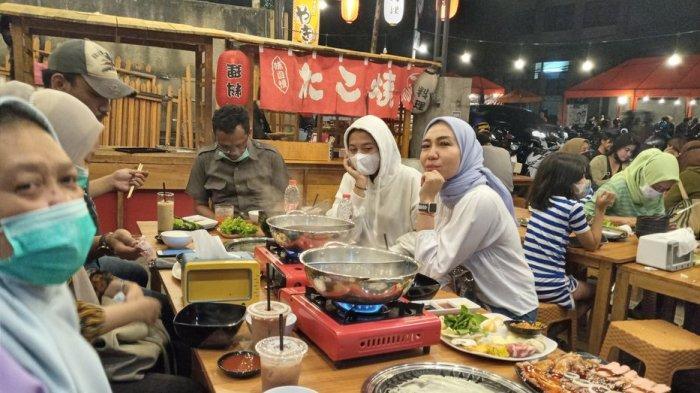 Menikmati Dimsum Harga Kaki Lima di KenHot Bar di Kawasan Kuliner Malam, Jalan Lengkong Kecil