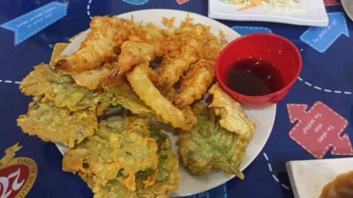 Menu udang tempura dan bayam goreng di Kobe Tepanyaki, Jalan Cibadak 101 Bandung