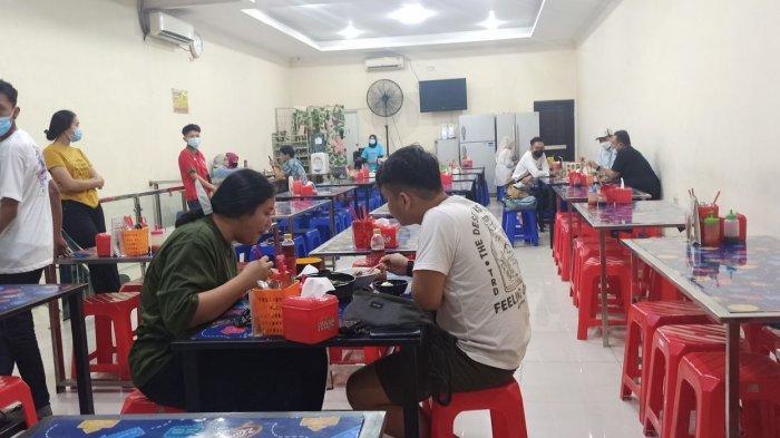 Suasana makan di Kobe Tebanyaki, Jalan Cibadak 101, Kota Bandung