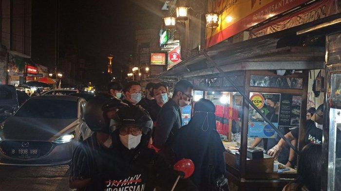 Belum Sah ke Bandung Tanpa Menikmati Kuliner Malam Nan Lezat di Jalan Cibadak