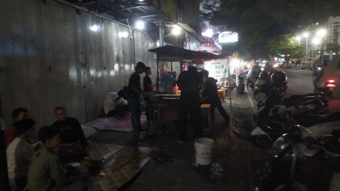 kawasan kulimner malam di Jalan Siliwangi, Kecamatan Palabuhanratu, Kabupaten Sukabumi,