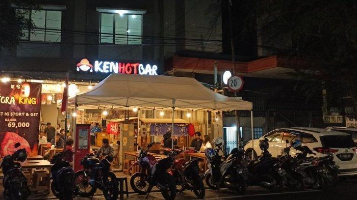 Salah satu tempat makan di pusat kuliner malam Jalan Lengkong Kecil di Kota Bandung
