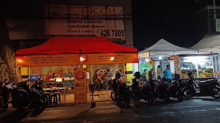 Suasana Jalan Lengkong Kecil yang menjadi pusat kuliner terbaru di Kota Bandung