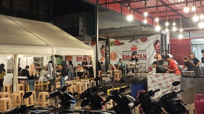 Suasana kuliner malam di Jalan Lengkong Kecil, Kota Bandung