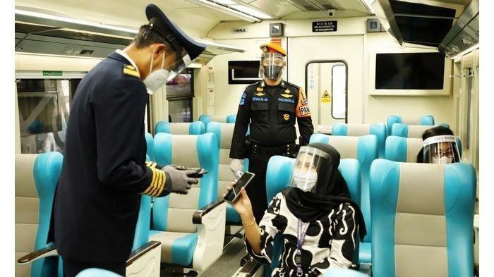 Layanan cek tiket di KA kelas Argo